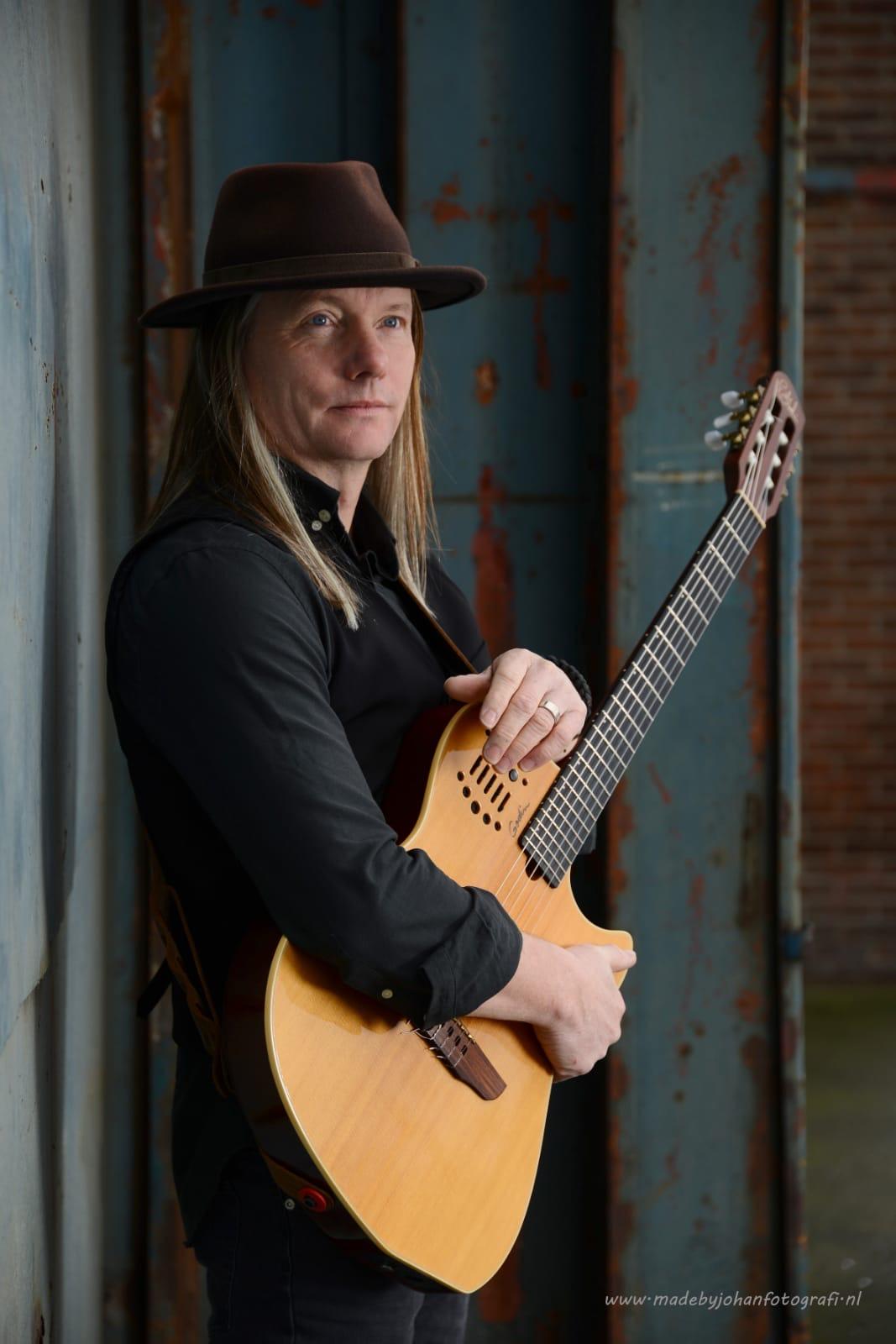 Istvan Ouborg zanger gitarist 2020